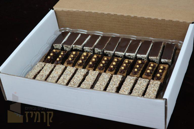 קרמיז מגשי עוגות אלגנטיות חתוכות - אורך