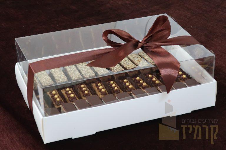 קרמיז לאירועים גבוהים - איידי פרידמן קונדיטורית בעיצוב והכנת אירועים ברמה מקצועית - מארזי מתנה - עוגות חתוכות מוארך - סילבר