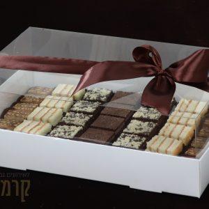 קרמיז לאירועים גבוהים - איידי פרידמן קונדיטורית בעיצוב והכנת אירועים ברמה מקצועית - מארזי מתנה - עוגות חתוכות דגם 1 סילבר