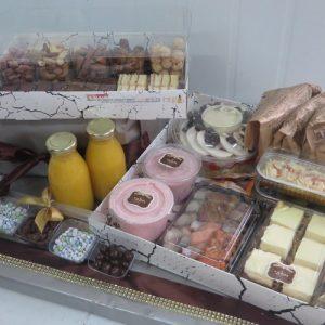 קרמיז לאירועים גבוהים - איידי פרידמן קונדיטורית בעיצוב והכנת אירועים ברמה מקצועית - מארזי מתנה - מארז ארוחת בוקר - מארז מעושנים וקינוחים